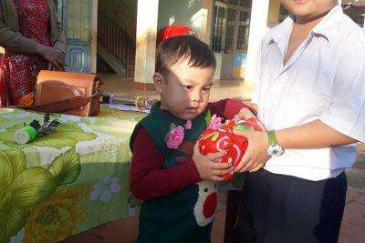 """Ngày hội """" Đập heo đất"""" ở trường TH Lê Lợi"""